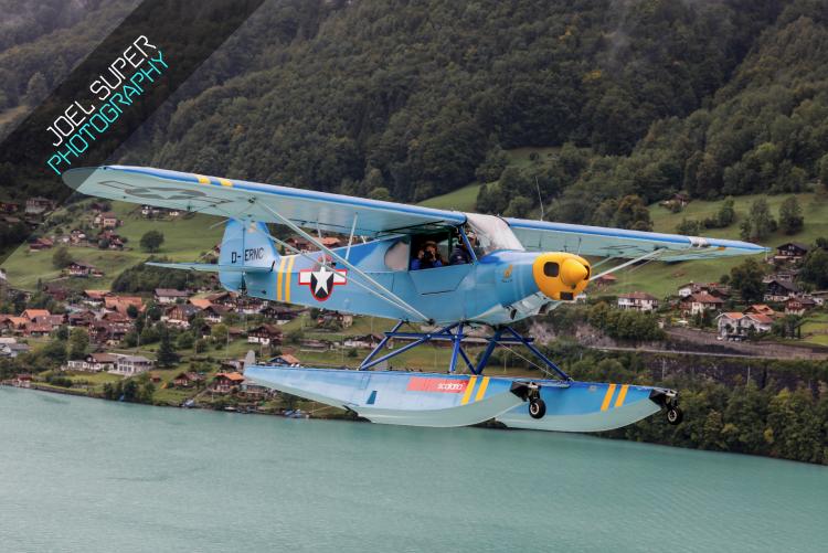 Piper Cub D-ERNC in der Luft über Bönigen.