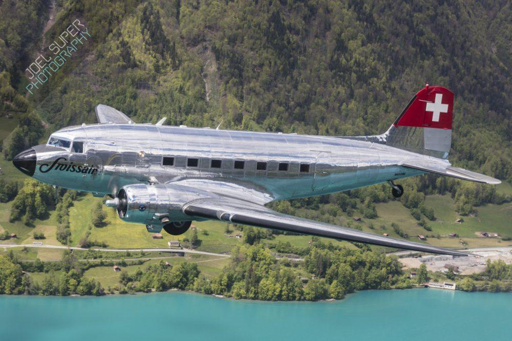 Douglas DC-3 der classic formation N431HM